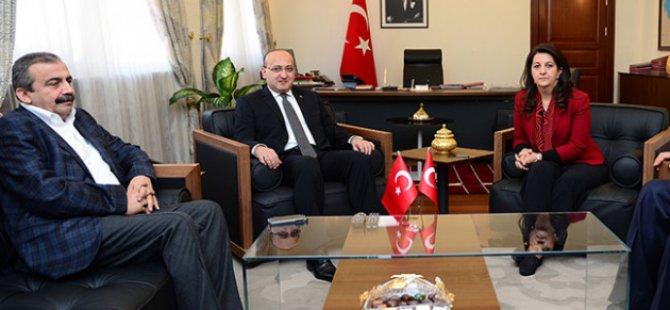 Akdoğan İle HDP Heyeti TBMM'de Görüştü
