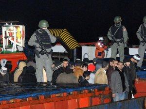 Çanakkale Boğazı'nda Göçmen Gemisine Operasyon