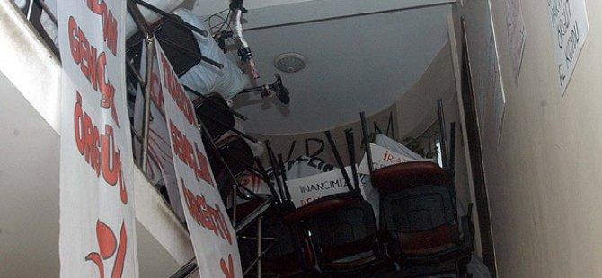 """CHP'de """"İşgal"""" Eylemi Üçüncü Gününde"""