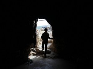 """Siyonist İşgale Direnmek İçin """"Mağarada"""" Yaşıyorlar"""