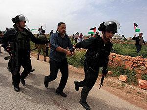 Siyonistler 32 Filistinliyi Gözaltına Aldı