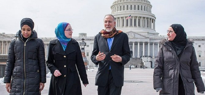 ABD'de Otobüslere İslam Karşıtı Afişler Asılacak