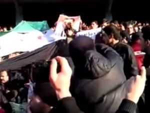 İran'da İlginç Esed Protestosu