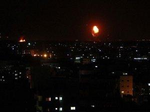 Yemen'deki Hava Saldırısında Siviller Öldü