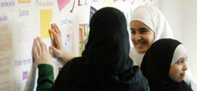 """""""Hükümet Müslüman Öğrencileri İhbar Etmemizi İstiyor"""""""