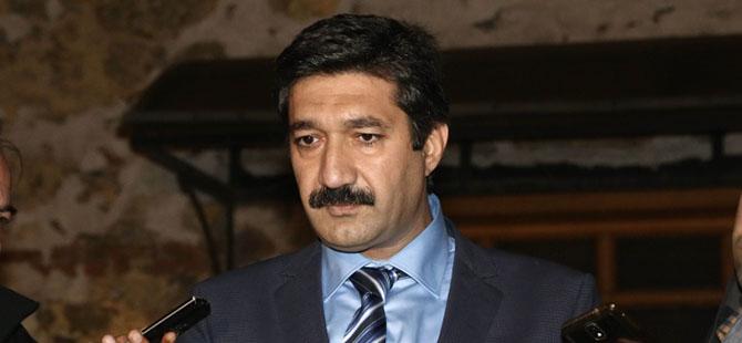 AK Parti'de İki İsim Adaylıktan Çekildi