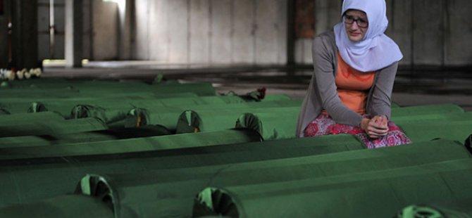 """""""Srebrenitsa Soykırımı""""nı Unutmadılar"""