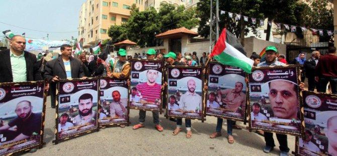 Gazze'de 'Filistinli Esirler Günü' Yürüyüşü