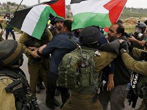 Siyonistler 17 Filistinliyi Gözaltına Aldı