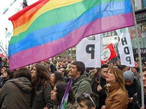 Atatürk Heykellerine ve LGBT'ye Selam