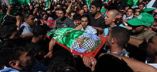 Siyonistlerin Katlettiği Filistinli Genç Defnedildi