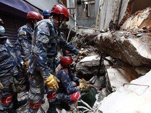 Nepal'de Ölü Sayısı 6 Bin 700'ü Geçti