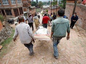 Nepal'de Ölü Sayısı 7 Bin 40'a Yükseldi