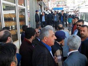 Başkale'de HDPlilerden AK Partililere Saldırı
