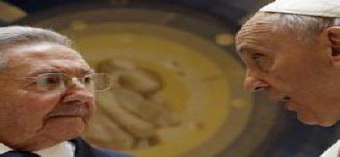 Castro: Papa Beni Dine Döndürecek