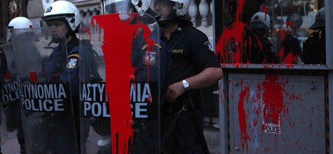Atina'da AB Karşıtı Gösteri