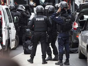 Fransa'da Göçmenlere Polis Dayağı
