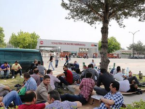 Bursa'da Otomotiv İşçilerinin Eylemi Sürüyor