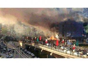 İran'da Ayaklanmalar Büyüyor
