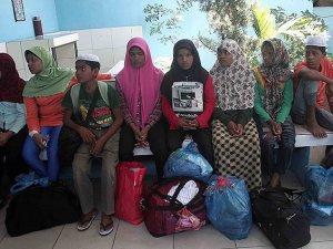 Rohingya Müslümanları Savaş Gemileriyle Ablukaya Alındı