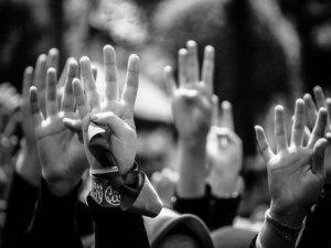 Ellerimizi Kaldırıyoruz....
