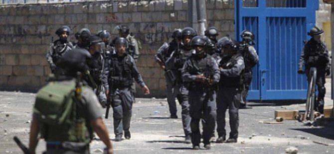 İsrail Hapishanelerinde 7 Bin Filistinli Bulunuyor