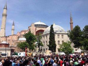 """İstanbul'da """"Büyük Ayasofya Yürüyüşü'' Yapıldı"""