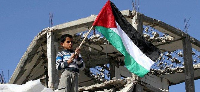 Gazze'de Abluka Altında On Yıl!