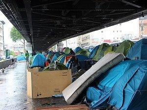 Paris'te Köprü Altındaki Göçmen Kampı Dağıtıldı