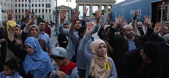 Darbeci Sisi Almanya'da Protestolarla Karşılandı