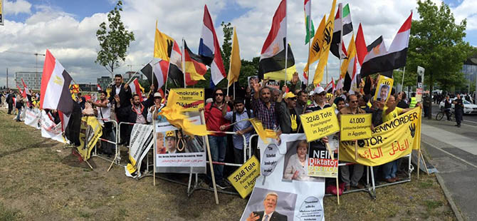 Müslümanlar Berlin'de Sisi'yi Protesto Etti (FOTO)
