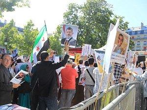 Paris'te Mursi'ye Destek Eylemi