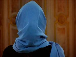 Londra'da Başörtülü Kadına Çirkin Saldırı