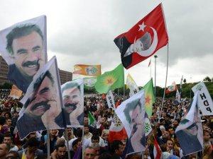 HDP'den Öcalan ve Atatürk Bayraklı Zafer Kutlamaları