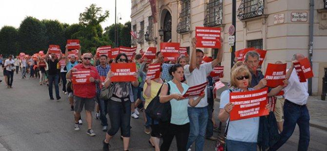 Avusturya Hükümetinin Mülteci Politikası Protesto Edildi