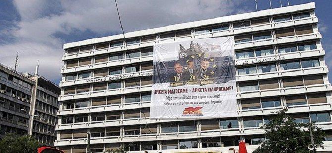 Atina'da Göstericiler Maliye Bakanlığını İşgal Etti