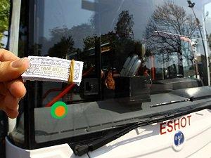 """İzmir'de Toplu Ulaşımda """"Kağıt Bilet"""" Dönemi"""