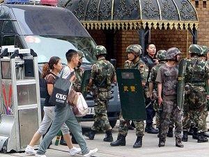 Çin'de Bir Uygur Polis Tarafından Öldürüldü