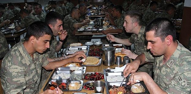 Irak Sınırında Görev Yapan Askerler Oruç Açtı