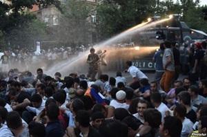 Ermenistan'da Zam Protestosuna Müdahale