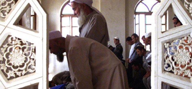 """Tacikistan'da """"Radikalizmi Bitirmek"""" İçin Sakal Traşı!"""