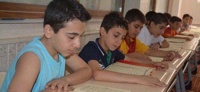 Çocuklar Kur'an Kurslarına Koştu (FOTO)