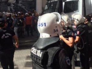 LGBTİ'nin Sapıklık Yürüyüşüne Polisten Müdahale