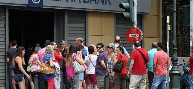 Yunanistan'da Bankalar Bir Hafta Kapalı