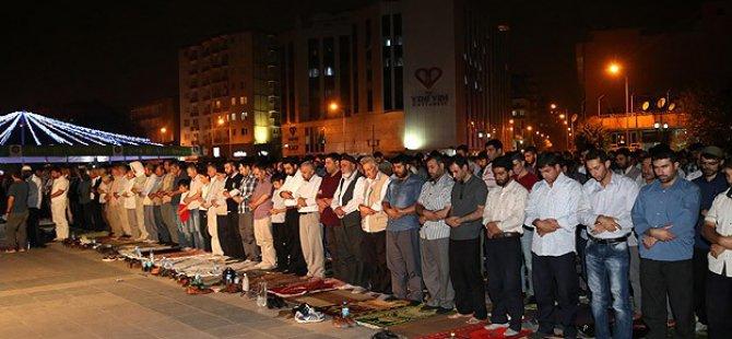 İslami Kurumlar Şeyh Sait, Kobani ve Mısır İçin Teravihte Toplandı