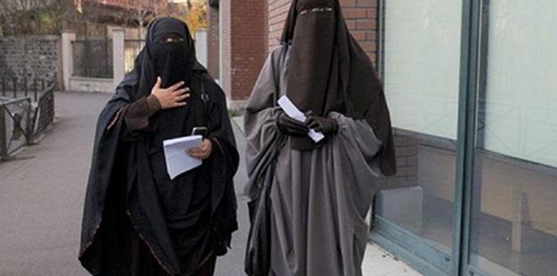 Hollanda'da Peçeli Müslüman Otobüse Alınmadı