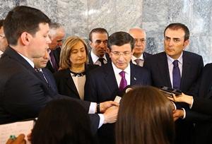 Davutoğlu: Türkiye-Halep Bağlantısını Kestirmeyiz!