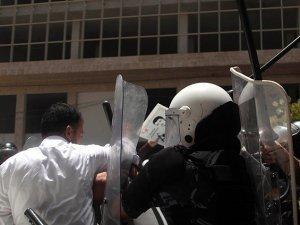 Mahmud Abbas'ın Polisleri Hamas Yetkililerini Gözaltına Aldı