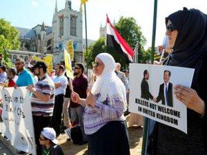 Sisi, İngiltere'de Protesto Edildi