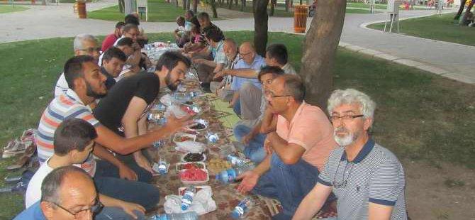 Akhisar Özgür-Der Gönüldaşları İftarda Buluştu